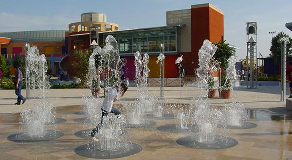 Spetterend spelen bij maatwerk (speel)fonteinen | Watergames