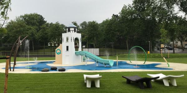 Watergames & More_Spray Park en kinderglijbanen_Overzicht met water_Aquamar Katwijk_uitgesneden
