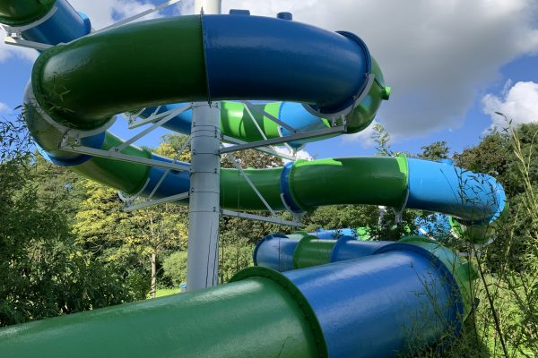 Watergames & More Waterglijbaan Challenger Zwembad Groenoord Buitenaanzicht